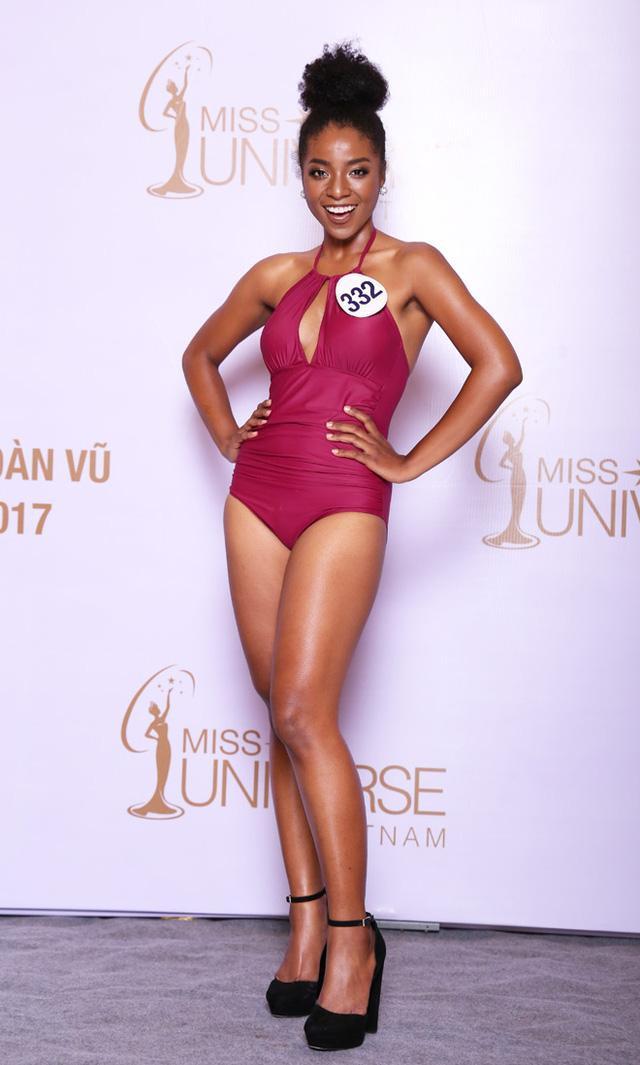 Huỳnh Cẩm Tiên trong loạt ảnh bikini được cho là quá béo khi tham gia Hoa hậu Hoàn vũ với cân năng 59 kg.