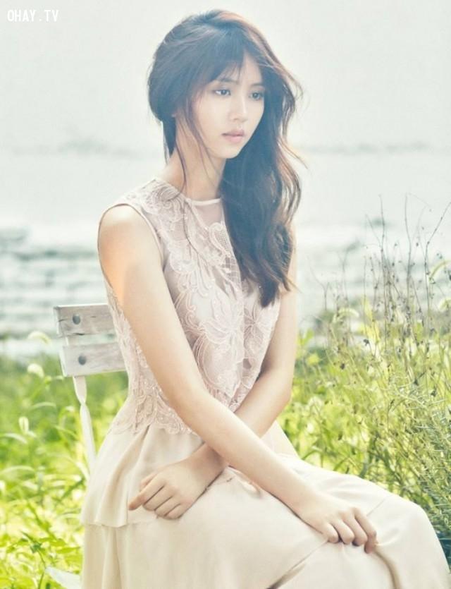 Tiểu mỹ nhân 9X Kim So Hyun sẽ thủ vai một biên kịch radio hạng xoàng nhưng gặp may
