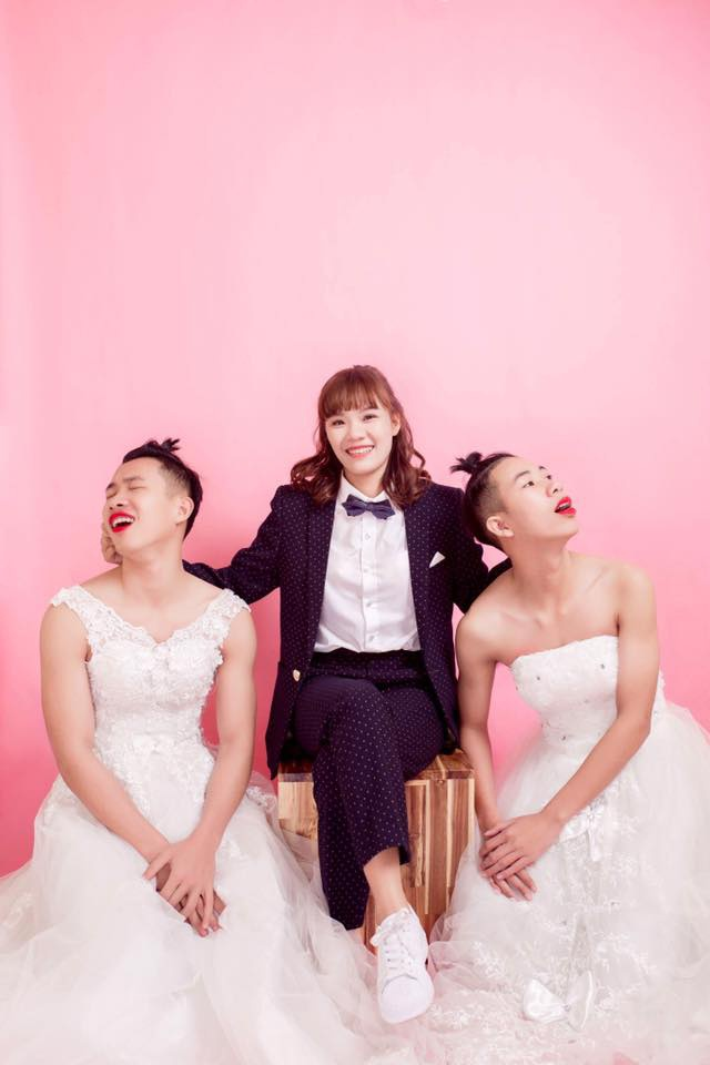 Ba chị em nhắng nhít trong bộ ảnh hoán đổi trang phục.