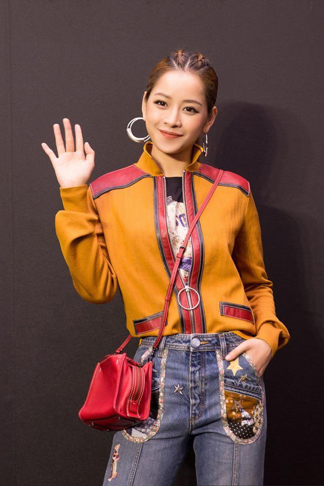 Màu son cam đất cực kỳ ăn rơ với bộ trang phục mà Chi Pu đang diện trên người. Để tìm một lần Chi Pu ăn vận và trang điểm lạc quẻ quả thật là rất khó.