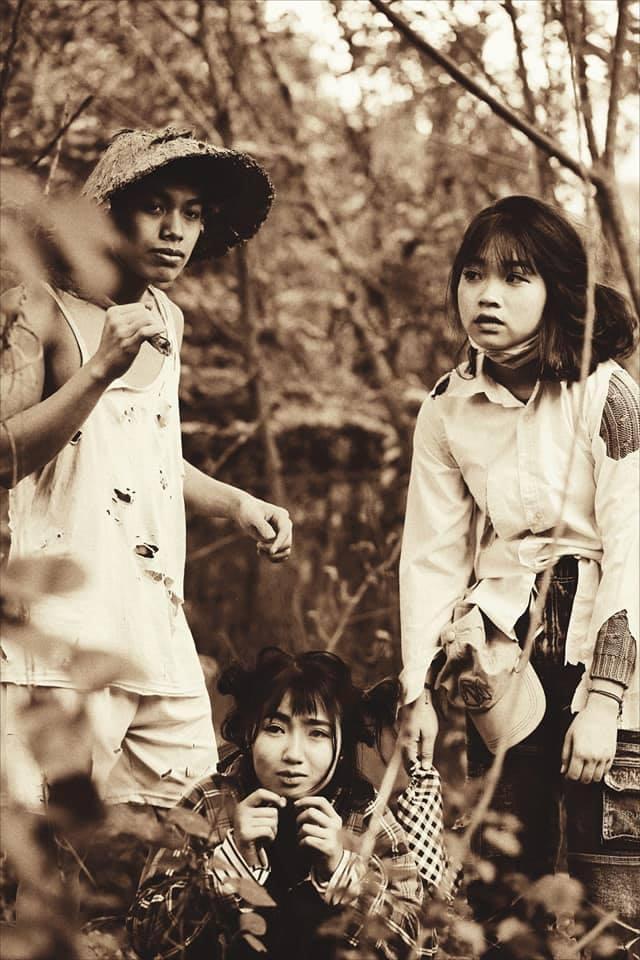 Tuy nhiên, chính những thành viên ấy đã giúp bạn bè của mình tạo ra những trang phục siêu chất như thế này!