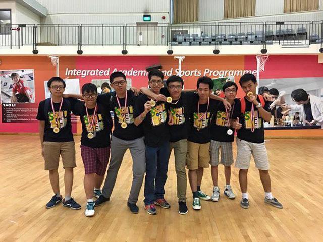 Cao Tuấn Kiệt cùng các bạn tại hội nghị lãnh đạo trẻ châu Á năm 2016.