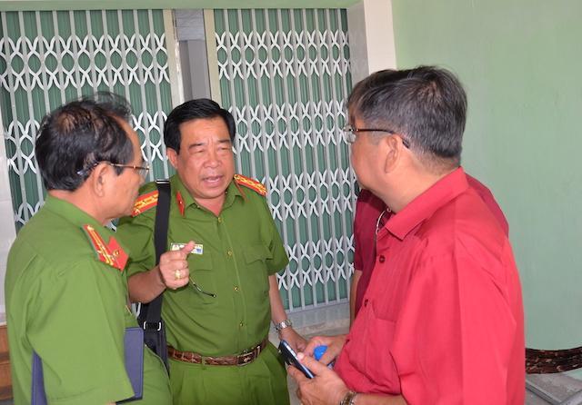 Đại tá Phan Thanh Quân chỉ đạo công tác điều tra, khám nghiệm hiện trường xảy ra vụ án. Ảnh: Công an nhân dân
