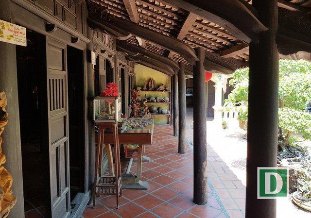 Do căn nhà tọa lạc cách bờ Nam sông Cái Nha Trang khoảng 50m nên thường đón các đoàn khách du lịch ghé thăm bằng đường sông. Du khách châu Âu sau khi đến Nha Trang thường ghé đến ngôi nhà cổ này để tham quan, tìm hiểu nét đẹp văn hóa nhà cổ miệt vườn.