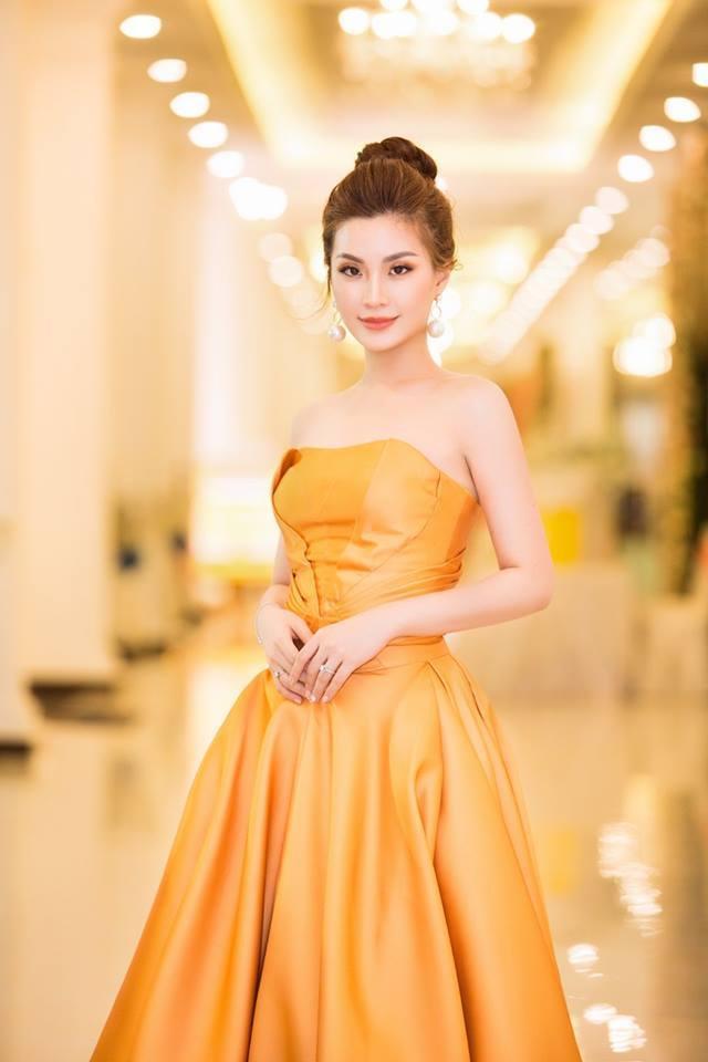 Kể từ khi đăng quang,Hoa hậu Việt Nam 2014, Diễm Trang ít hoạt động trong làng giải trí nhưng mỗi lần xuất hiện cô gây thương nhớ với vẻ ngoài ngọt ngào và nụ cười đầy nữ tính. Cô thường lựa chọn những bộ váy áo cómàu sắc tươi sáng.