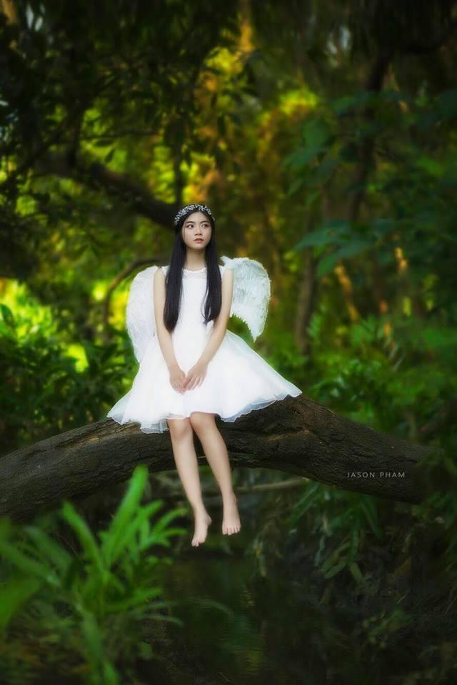 """Nhiều fan hâm mộ còn đặt cho cô nickname """"bản sao Jun Vũ"""", bởi ngoại hình trong trẻo, mái tóc dài và nụ cười tỏa nắng."""