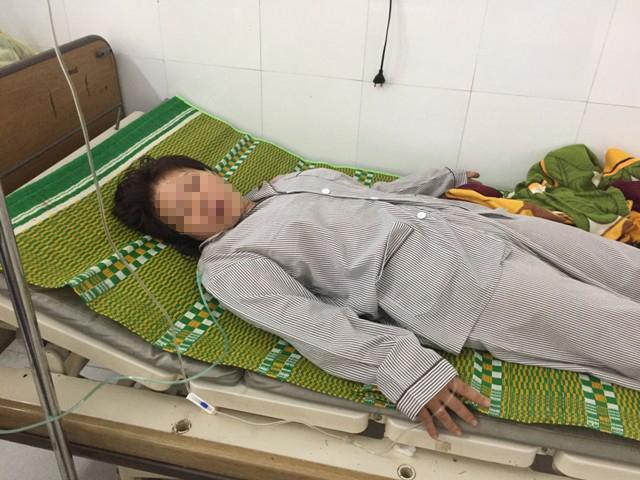 Chị Th. đang được cấp cứu tại bệnh viện. Ảnh: Công an nhân dân.