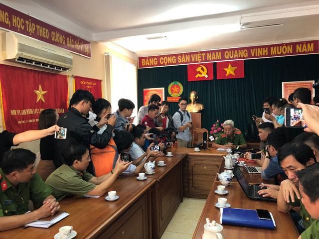Công an TP. HCM đang tổ chức họp báo thông tin về vụ án. Ảnh: Dân Trí.