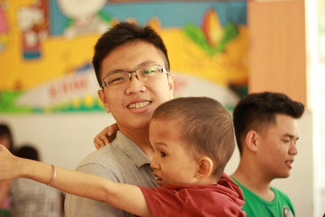 Nam sinh Sài Gòn là người sáng lập dự án HEART of the Youth hướng tới trẻ em khuyết tật vì di chứng của chất độc màu da cam.