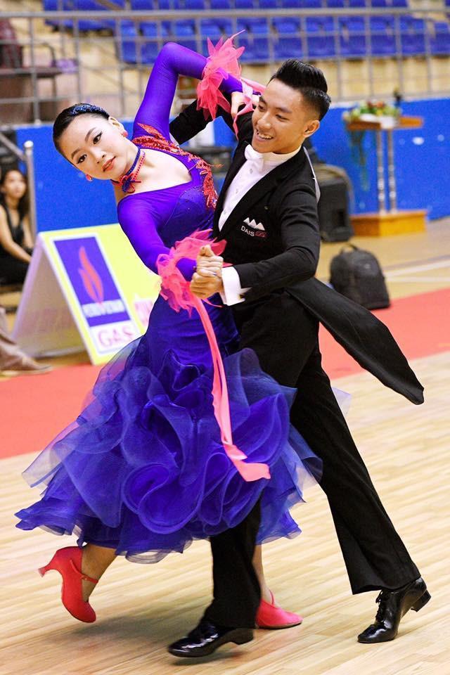 Nữ MC tỏa sáng khi sống với đam mê nhảy dancesport.