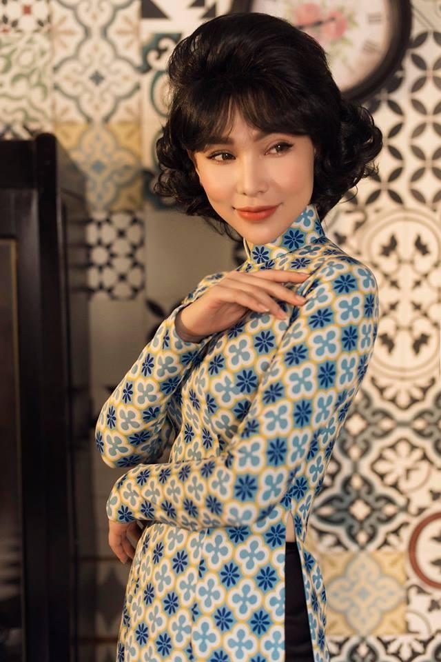 Quỳnh Thư nền nã khi làm mẫu ảnh theo concept Cô ba Sài Gòn.
