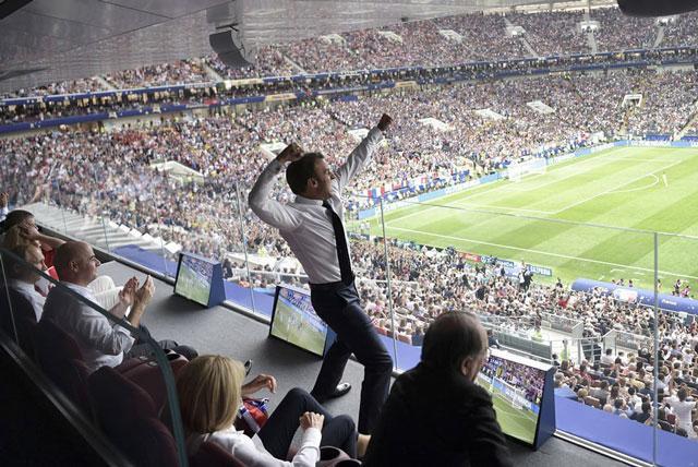 Tổng thống Macron ăn mừng chiến thắng của Pháp.