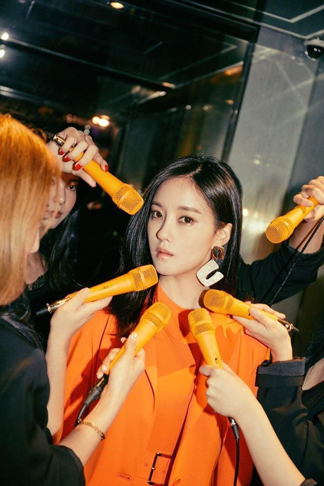 """Bức ảnh nhá hàng từ Hyomin khiến V-Queen's """"thét gào"""": """"Nhớ T6 quá đi thôi!""""."""