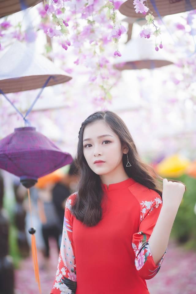 """Thu Hiền là một trong những cô gái trong bộ ảnh """"Con gái Việt mặc áo dài xinh đẹp"""" từng gây sốt cư dân mạng trong dịp khai giảng vừa qua."""