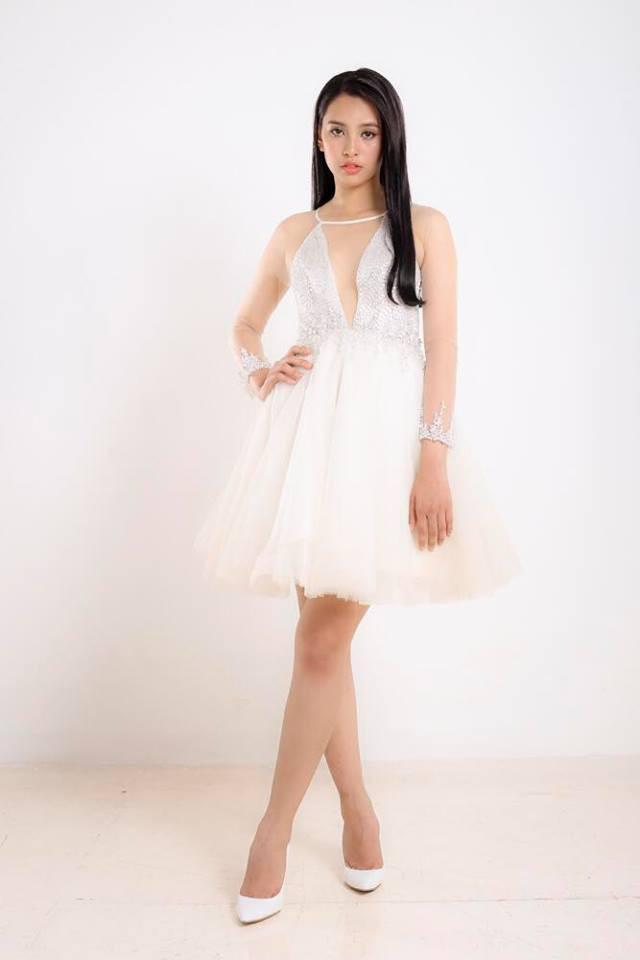 Với gương mặt ăn hình, nụ cười sáng, cô là thí sinh được nhiều kì vọng sẽ là chủ nhân của chiếc vương miện cao quý Hoa hậu Việt Nam 2018.