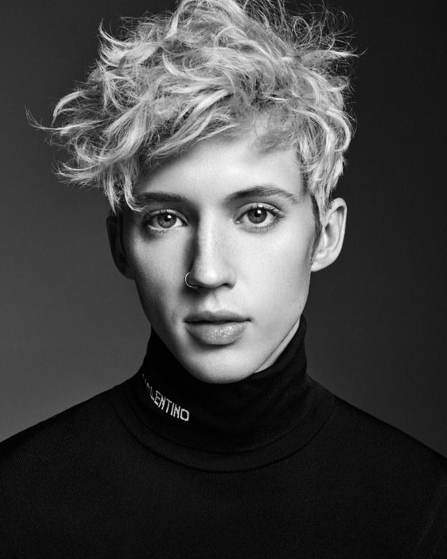 Chàng trai này có lẽ đã không nhịn được trước việc nam rapper Eminem cứ liên tiếp dùng từ miệt thị đồng tính như thế.