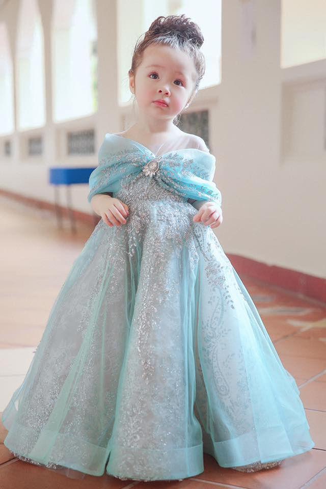 Con gái 4 tuổi của Elly Trần khiến nhiều người thích thú bởi màn bắn tiếng Anh cực lưu loát và siêu dễ thương ảnh 8