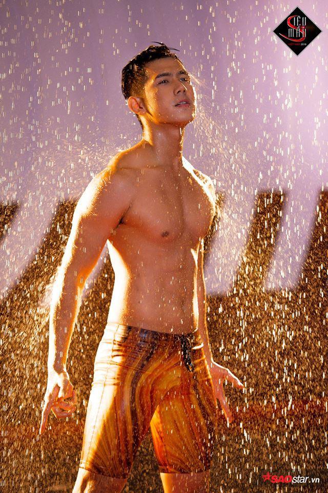 """Xuân Hùng - """"hot boy"""" có nụ cười tỏa nắng."""