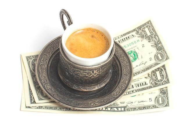 Theo David Bach, việc cắt bỏ chi phí của mỗi ly cà phê mỗi ngày có thể thay đổi cuộc sống của bạn.