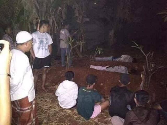 Hình phạt dành cho 2 thanh niên này đó là phải ngủ qua đêm ở một nghĩa trang của làng.Ả nh: World of buzz