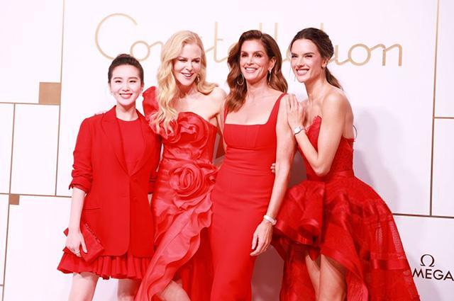 Dàn mỹ nhân Á - Âu cùng diện đầm đỏ khoe sắc lung linh nổi bật tại một sự kiện diễn ra vừa qua tại Thượng Hải.