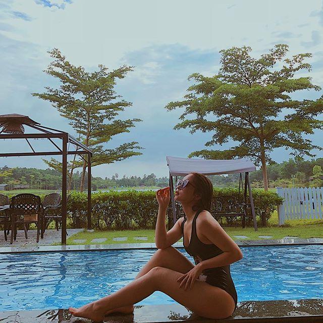 Từ hồ bơi….