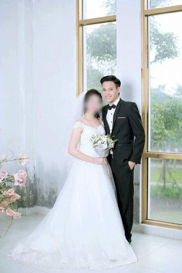 Ảnh cưới của chú rể và cô dâu 14 tuổi.