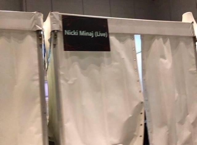 Phòng thay đồ của Nicki Minaj được cho là không khác gì… một WC lộ thiên.