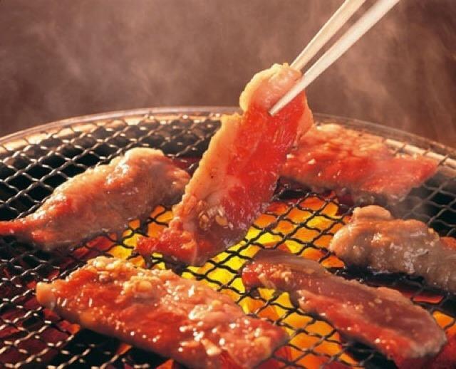 Thịt nướng trên than hồng thơm nức mũi