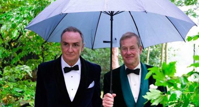 Khoảnh khắc hạnh phúc của Lord Ivar Mountbatten và James Coyle trong ngày cưới