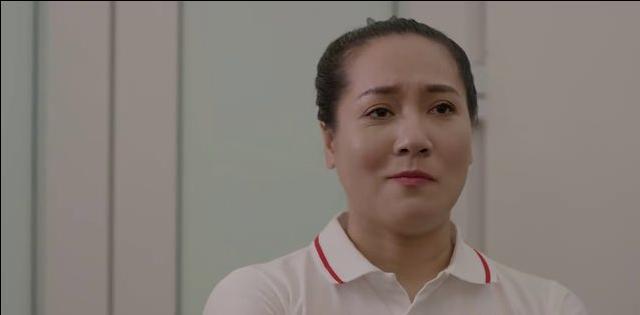 Bà Hoa nhất quyết khuyên quản đốc Lý trừng trị nghiêm khắc hành động của Cúc