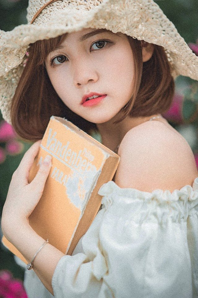 Hoài Linh được bạn bè yêu quý bởi tính cách hồn nhiên, thân thiện, hài hước đúng với độ tuổi.