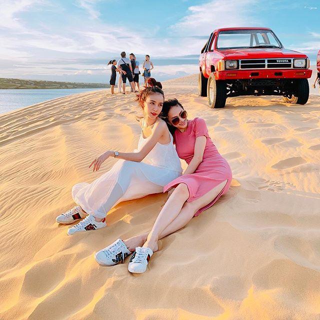 Bức ảnh Yoshi và Hương Giang trong chuyến du lịch mới đây.