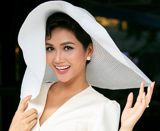 H'hen Niê được Hội đồng bình chọn Giải thưởng Gương mặt trẻ Việt Nam tiêu biểu 2018.