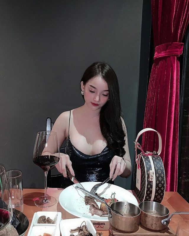 Xinh đẹp, nóng bỏng, giỏi giang, giàu có thế này bảo sao Văn Thanh lại không mê mệt Bảo Trân.