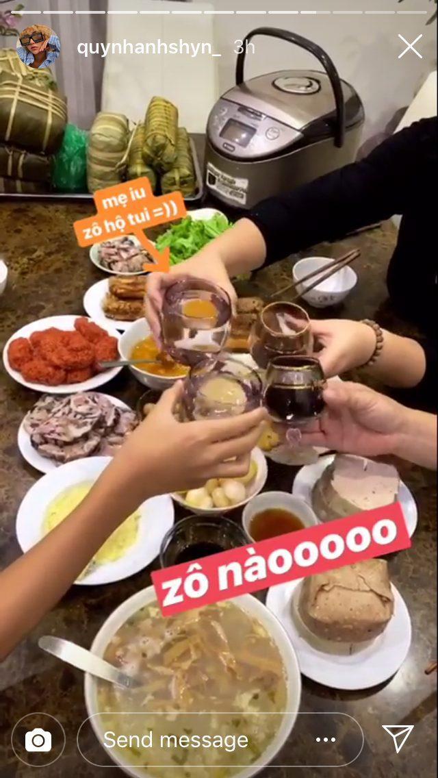 Gia đình Quỳnh Anh Shyn có bữa tất niên đầm ầm bên nhau