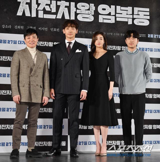 Họp báo Uhm Bok Dong: Min Hyorin vắng mặt, Kang Sora quyến rũ bên Bi Rain ảnh 15