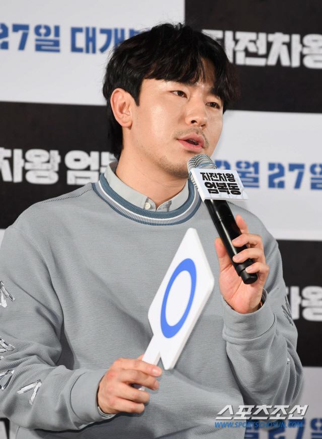 Họp báo Uhm Bok Dong: Min Hyorin vắng mặt, Kang Sora quyến rũ bên Bi Rain ảnh 13