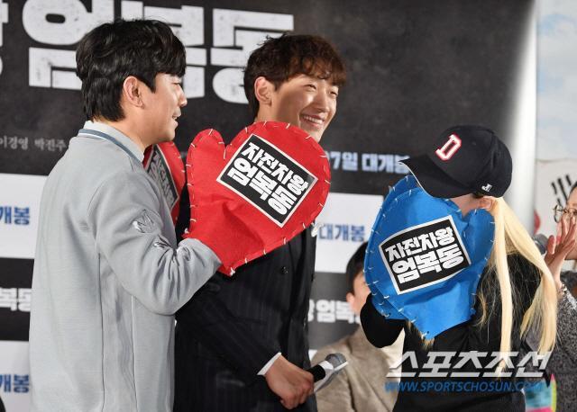 Họp báo Uhm Bok Dong: Min Hyorin vắng mặt, Kang Sora quyến rũ bên Bi Rain ảnh 18