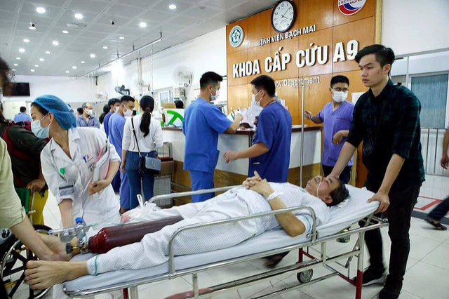 Khoa Cấp cứu Bệnh viện Bạch Mai ngày mùng 4 Tết quá tải vì lượng bệnh nhân tăng vọt. Ảnh: Dương Ngọc