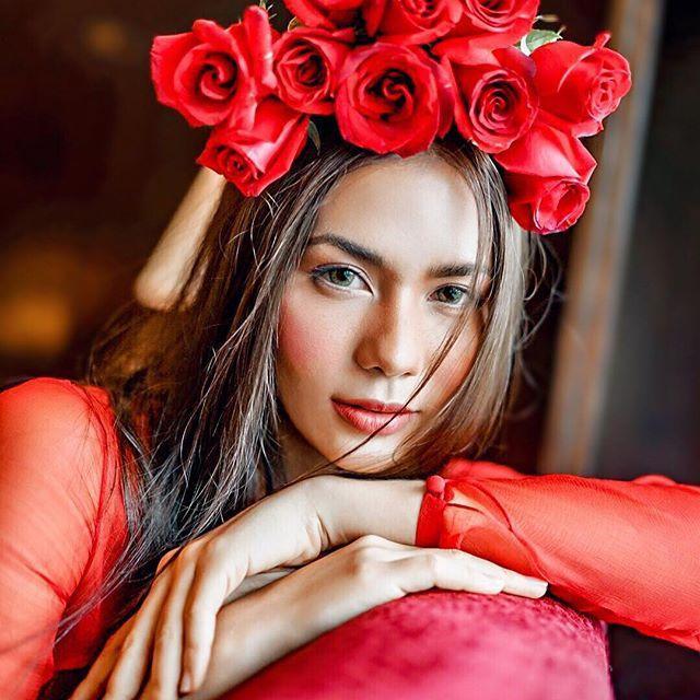 Hoa hậu Hoàn vũ Thái Lan phải nằm bất động trên ô tô tới sự kiện vì bộ đồ mẫu nghi thiên hạ ảnh 5