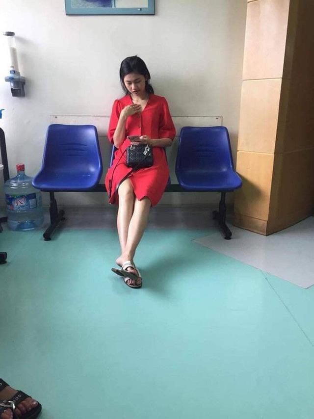 Hình ảnh được cho là á hậu Thanh Tú khi đang đi khám thai.