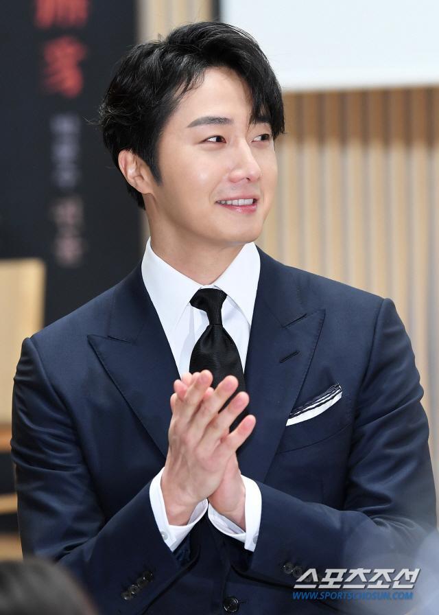 """Jung Il Woo tại họp báo """"Haechi"""" chiều nay."""
