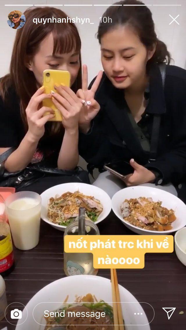 Quỳnh Anh Shyn đi ăn với hội bạn thân lần cuối trước khi quay về làm việc
