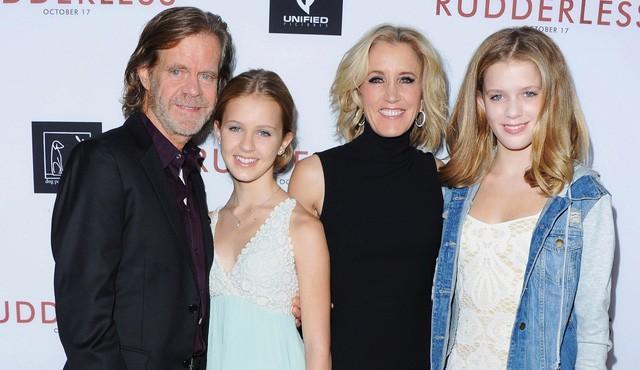 Nữ diễn viên Felicity Huffman cùng chồng và hai con gái