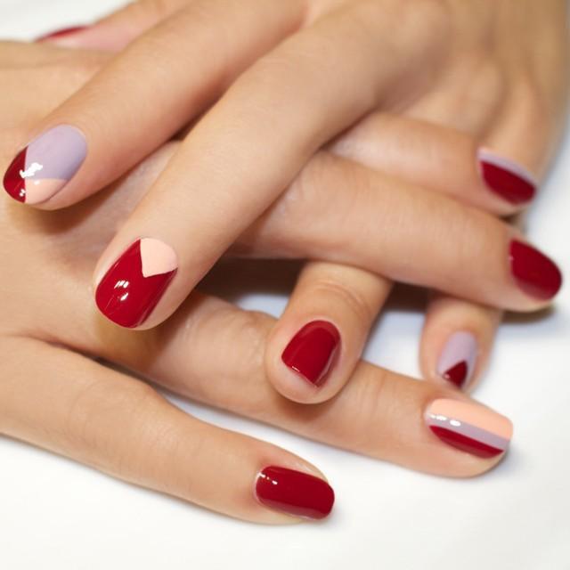 Mix and match - các nàng có thể thỏa thích mix-match tùy thích màu đỏ với màu sắc khác theo nhiều họa tiết khác nhau.