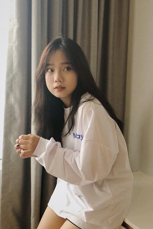 """Tưởng chừng như """"lép vế"""" hơn những cái tên khác, nhưng nữ sinh đến từ Đà Nẵng có tên Lê Uyên Vy này lại gây bất ngờ khi sở hữu đến hơn 257k người theo dõi trên Instagram."""