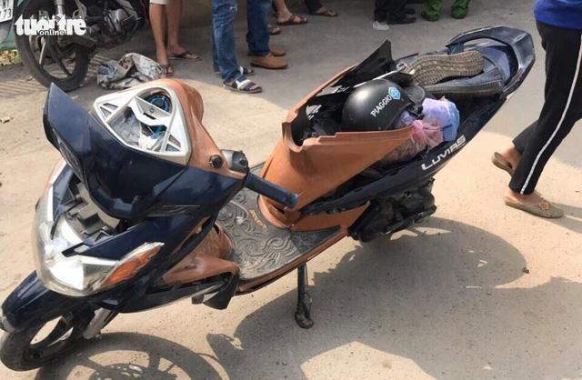 Chiếc xe máy của 2 tên cướp. Ảnh: Tuổi trẻ