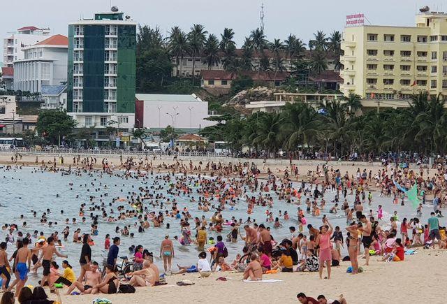 Dịp nghỉ lễ 30/4-1/5 năm nay, Khánh Hòa ước tính đã đón khoảng 150.000 lượt khách lưu trú.