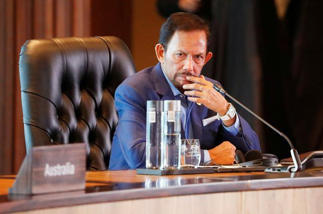 Quốc vương Brunei thông báo hoãn áp dụng việc thi hành án tử hình đối với người có quan hệ tình dục đồng giới.